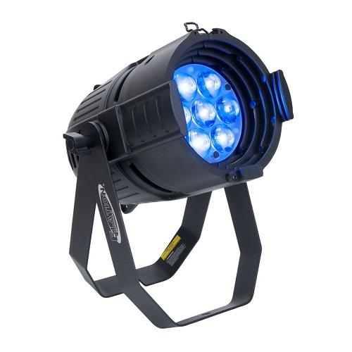 Elation Arena Q7 Zoom - светодиодный прибор с моторизованным зумом.